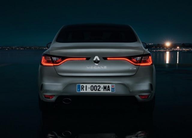 Renault-Megane-Sedan-Fluence-2017-10-774x557.jpg