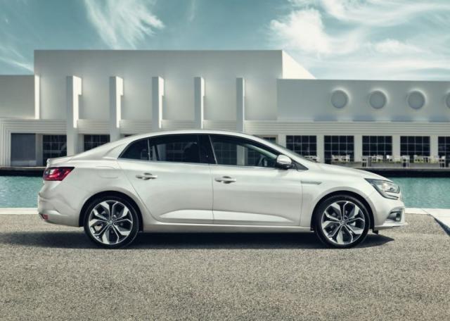Renault-Megane-Sedan-Fluence-2017-14-774x552.jpg