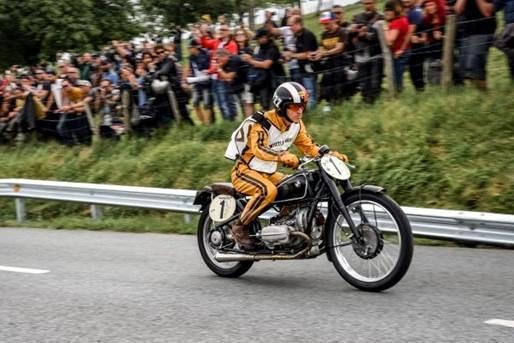 5b217e66df0f0_BMW_Motorrad_exibe_motos_c
