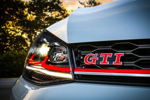 Volkswagen_Golf_GTI_2019_4.thumb.jpg.109