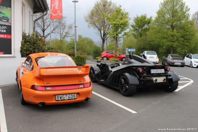 Porsche_Carrera_993_and_KTM_X-Bow.JPG